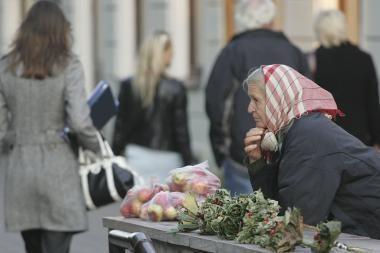 Sumažintų pensijų kompensavimo tvarką kurs dar metus