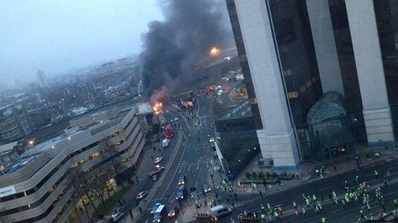 Londono centre užkliudęs kraną sudužo sraigtasparnis, žuvo du žmonės
