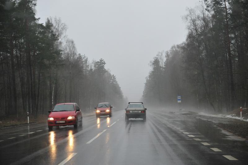 Naktį Lietuvoje kritulių nebuvo, eismo sąlygos neblogos