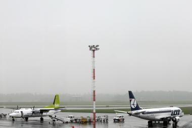Iš Vilniaus oro uosto pakilo tik vienas lėktuvas (dar papildyta)