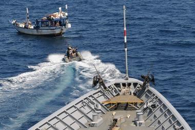 Piratai Raudonojoje jūroje pagrobė laivą su 18 filipiniečių