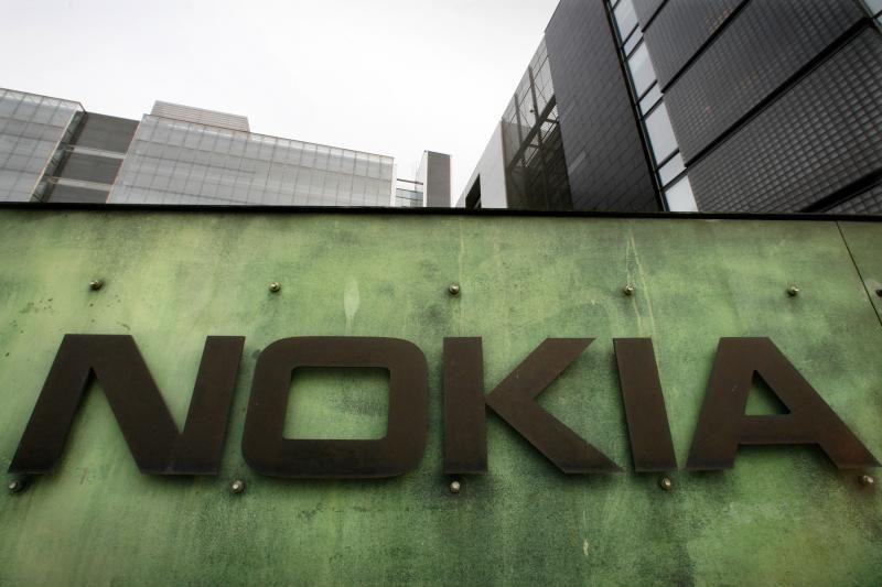 """Teigiama, jog """"Nokia"""" pristatys """"Windows RT"""" planšetinį kompiuterį"""