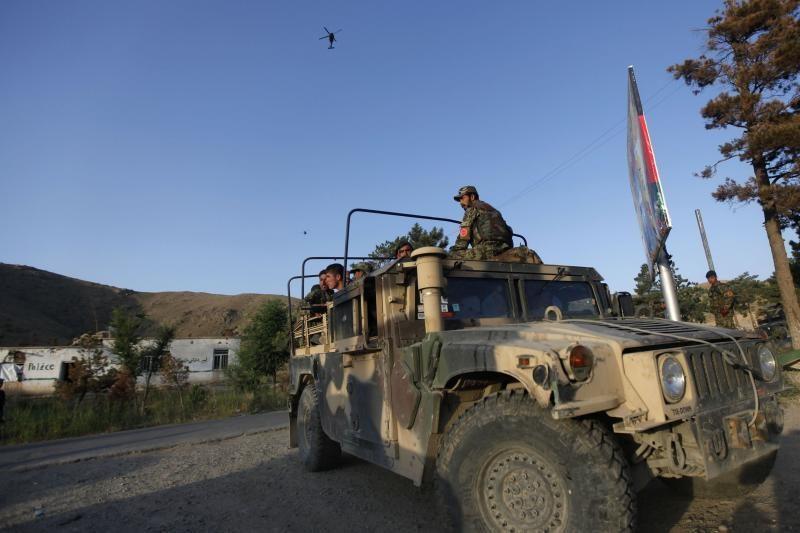 Civilis afganas nušovė tris NATO karius