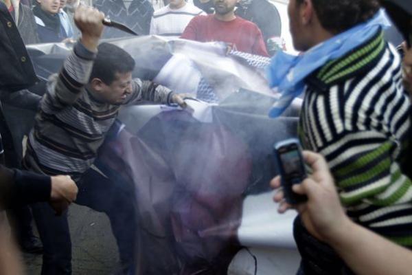 """""""Hizbollah"""" ragina Libane protestuoti dėl antiislamiško filmo"""