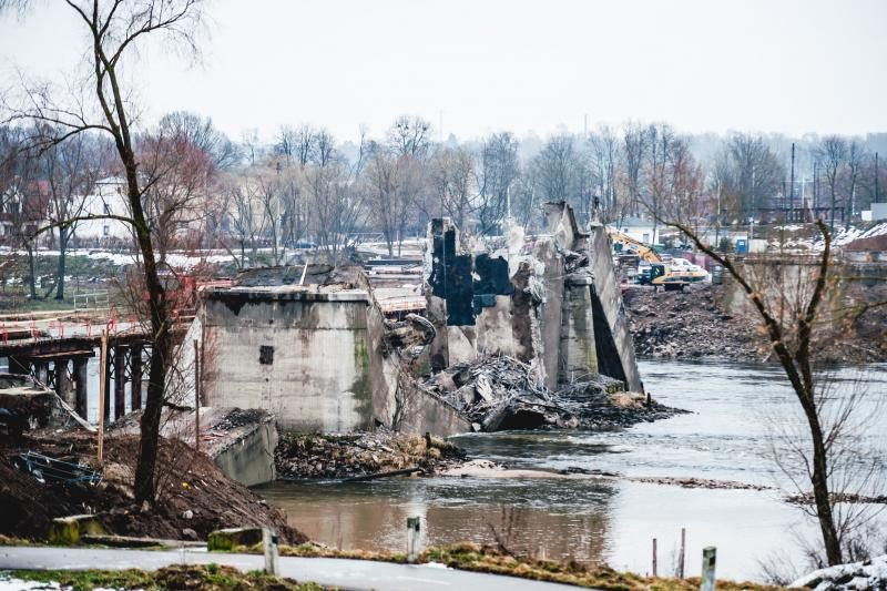 Sprogimai pribaigė Panemunės tiltą: likviduojami padariniai