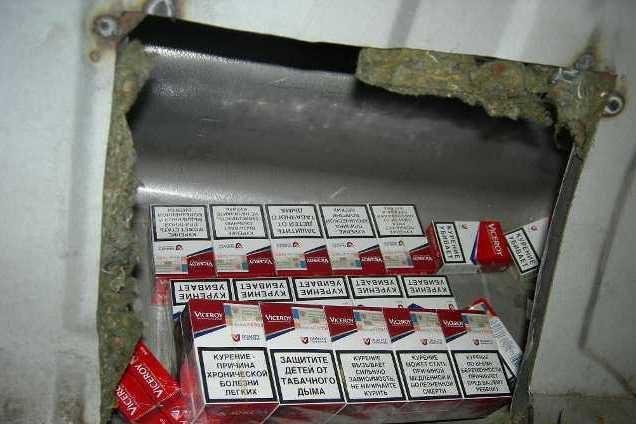Iš Rusijos grįžtančio lietuvio automobilis buvo prikimštas cigarečių