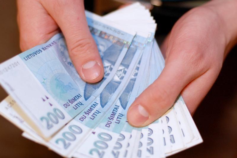 Sugundęs loterijos laimėjimu, sukčius išviliojo pinigus