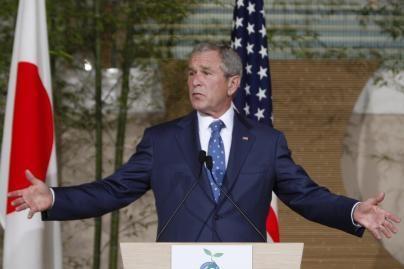 G.W.Bushas pavadintas karo nusikaltėliu