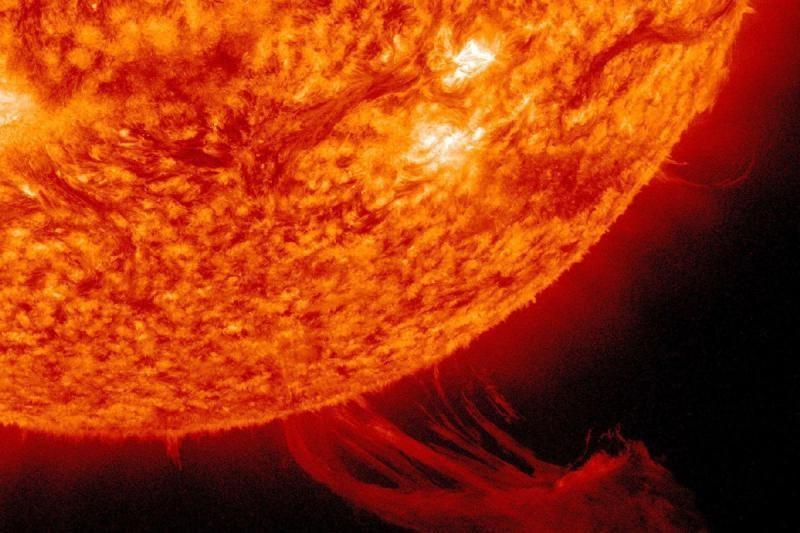 Stiprus Saulės žybsnis gali sukelti magnetinę audrą Žemėje