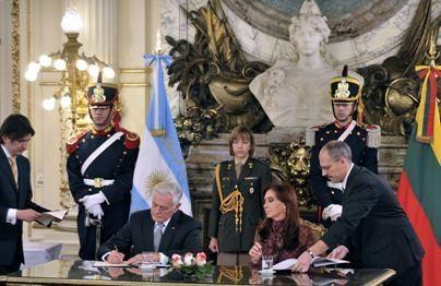 Prezidentas tęsia vizitą Pietų Amerikoje