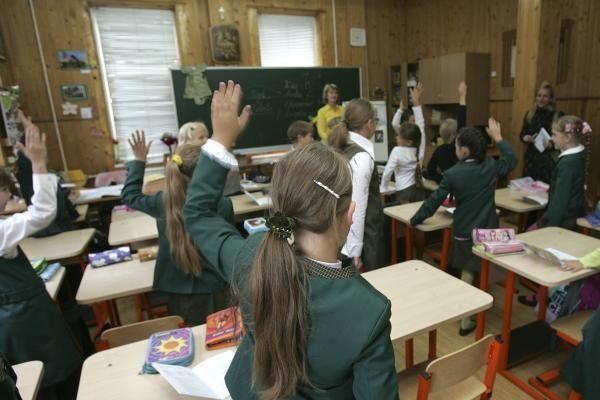 Mokykla uždraus vaikams kelti ranką per pamokas