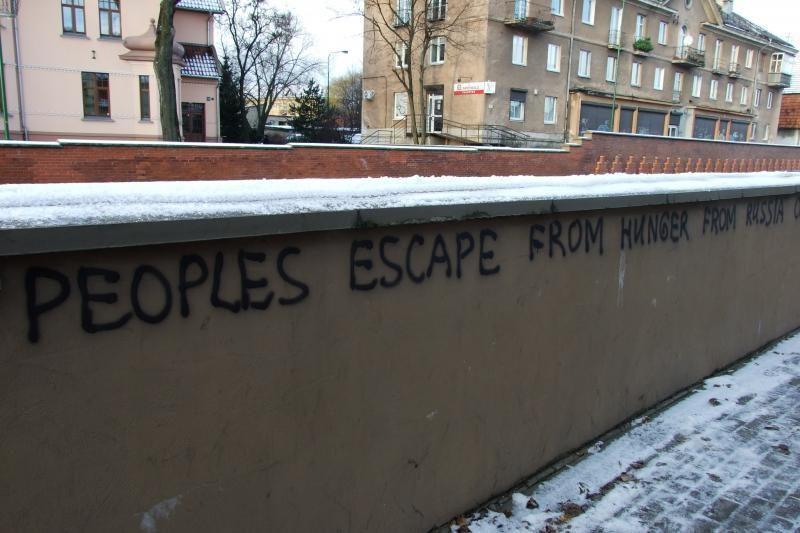 Netoli KU miestelio – Rusijai priešiški užrašai (foto)