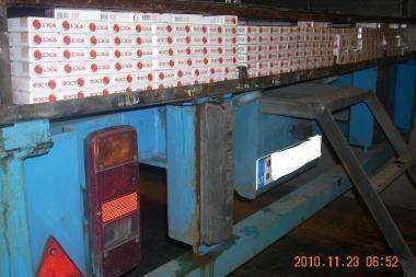 Vilkiko puspriekabėje buvo paslėpta kontrabandinių rūkalų už 379 tūkst. litų