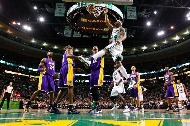 NBA: konfliktuojančios Los Andželo žvaigždės krito Bostone