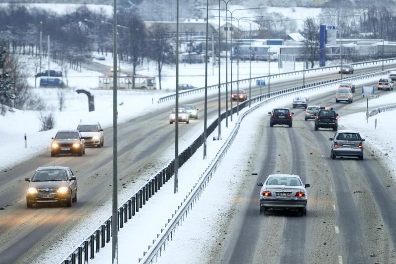 Vilniuje eismo sąlygos gali būti sudėtingos, kelininkai dirbs pernakt