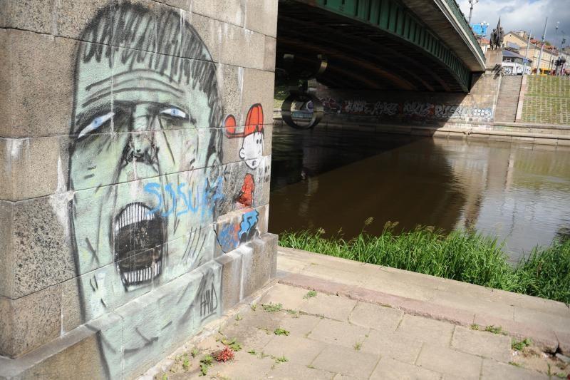 Baudomis už turto sunaikinimą viliasi pažaboti grafitininkus