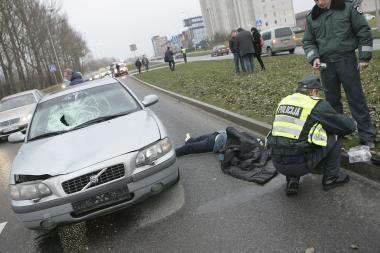 Kaune policininko sukeltoje avarijoje žuvo mokytoja (papildyta)