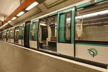 Londono metro traukinių vairuotojai ketina streikuoti gruodžio 26 d.