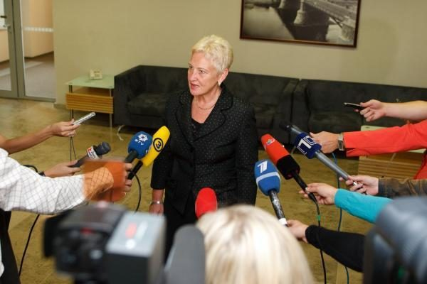 Seimo pirmininkė ragina baigti kalbas dėl Vyriausybės kaitos