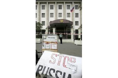 Rusijos ambasada Gruzijoje nutraukia savo darbą