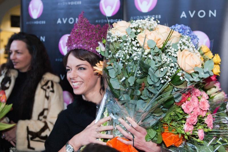 Vestuvėms Lietuvoje besiruošianti E. Anusauskaitė: man nederėtų dėtis rūtų vainikėlio