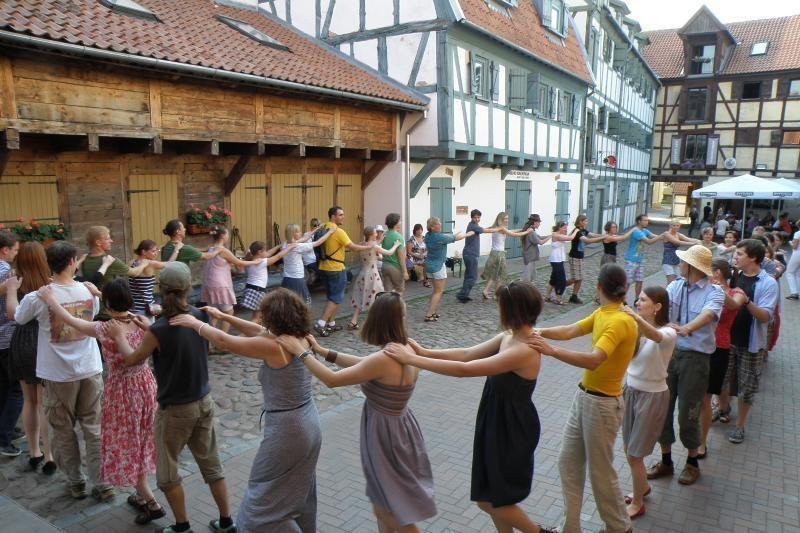 Klaipėdos meno kieme – tradicinių šokių vakarai