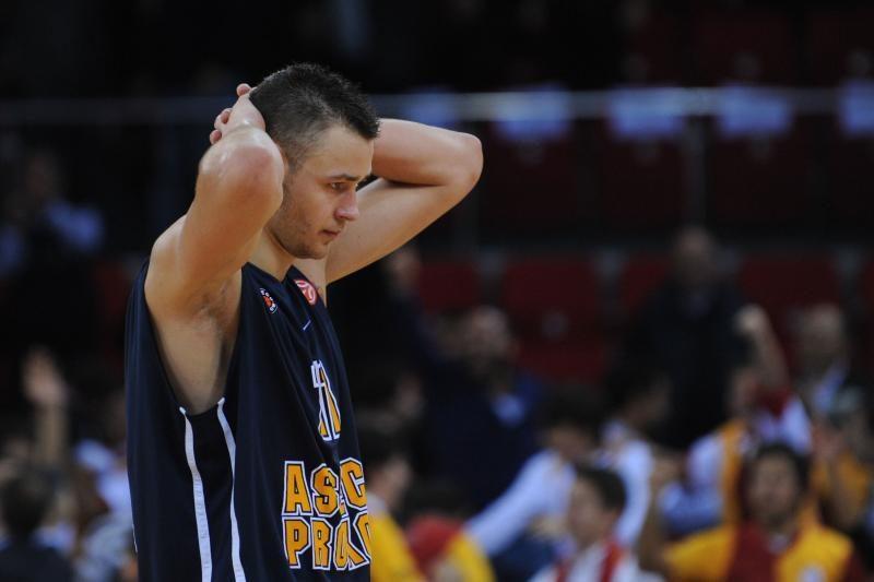 "NBA: ""Rockets"" vėl laimėjo, D. Motiejūnas vėl nežaidė (video)"