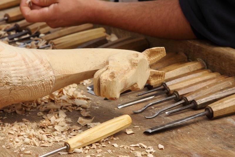 Poeto A.Matučio memorialinį muziejų papuoš medinės skulptūros