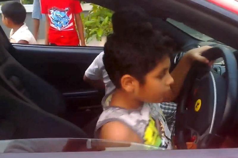 "Prie ""Ferrari"" vairo – devynmetis: tėvo gimtadienio dovana"