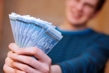 Senolė sukčiui atidavė 20 tūkst. litų