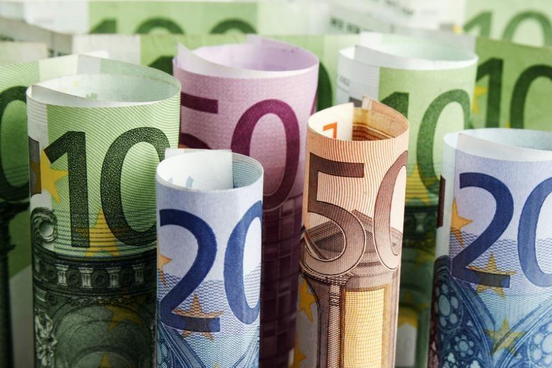 Silpnėjantis euras pranašauja sunkmetį