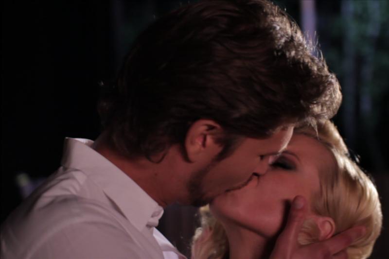 Rūtai Mikelkevičiūtei vaizdo klipe teko bučiuotis su Andriumi Butkumi