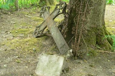 Speciali komisija ieško netvarkingų kapaviečių