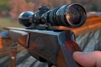 Atsargiai - šautuvas gali netyčia iššauti