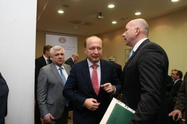 Ministrai važinėja po Klaipėdą