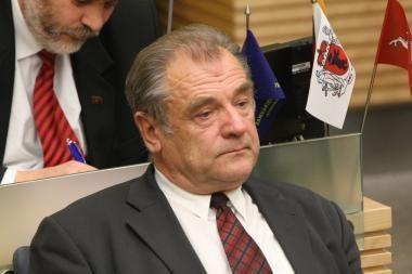 Parlamentaras J.Veselka apibraižė kaimyno automobilį ir pabėgo