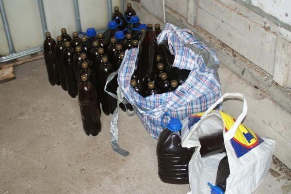 Pareigūnai aptiko 120 litrų naminės degtinės