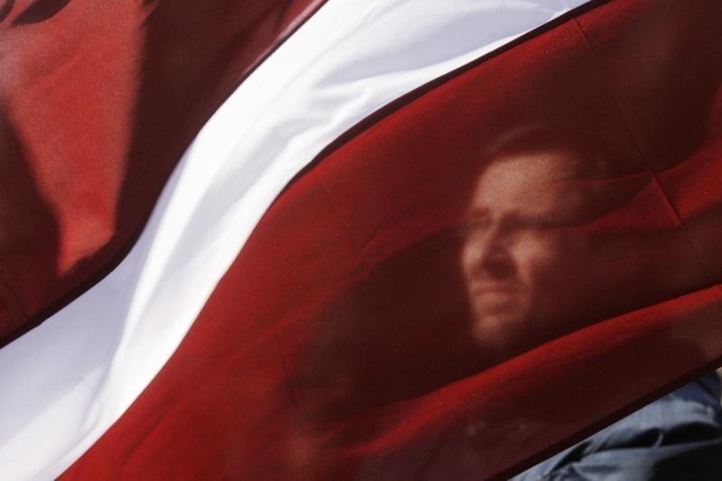 N.Ušakovas neparems automatiško Latvijos pilietybės suteikimo