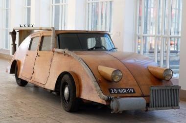 Automobilis, kūrenamas malkomis