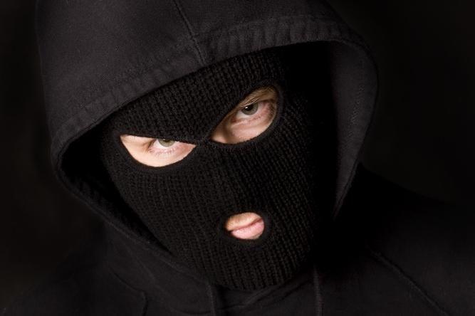 Kaukėtas užpuolikas kėsinosi pagrobti maistą