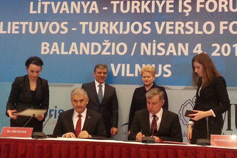 """Lietuvos ir Turkijos ministrai pasirašė memorandumą dėl """"Vikingo"""""""