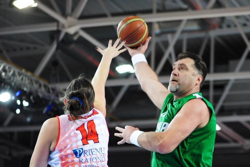 A. Sabonis su legendiniais krepšininkais moterims šventės nesugadino