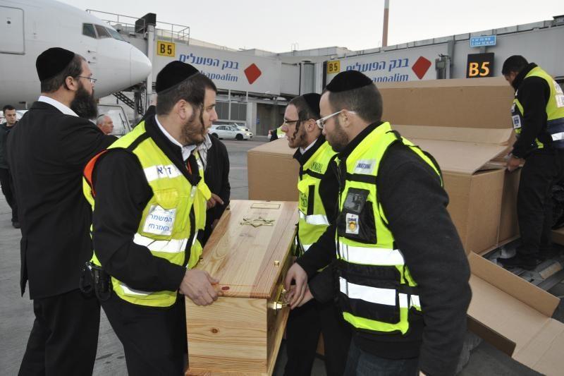 Prie žydų mokyklos nušautų vaikų palaikai atgabenti į Izraelį