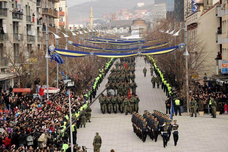 """Kosovas mini """"nesugriaunamos"""" nepriklausomybės penktąsias metines"""