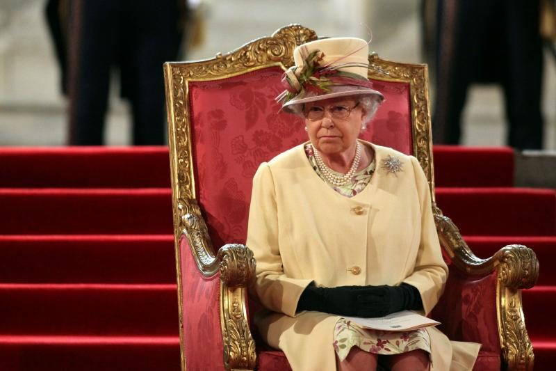 Britų karalienė Elizabeth II pakartojo priesaiką tarnauti savo šaliai