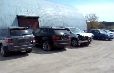 Automobiliais prekiavusioje bendrovėje – kratos dėl sukčiavimo