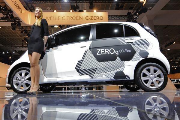 """Serijinis elektromobilis """"Citroen C-Zero"""" debiutavo Briuselyje"""
