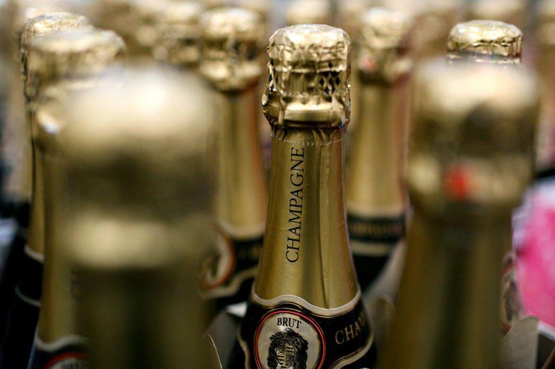 Rusijoje mirė policijos pareigūnų šampano buteliu išžagintas vyras