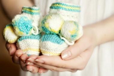 Kai kurioms honorarų gaunančioms motinoms siūloma nemažinti pašalpų