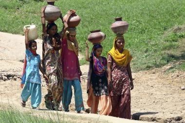 Indija: moterims norima skirti trečdalį vietų įstatymų leidžiamojoje valdžioje